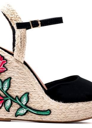 Sandália anabela camurça preto flores