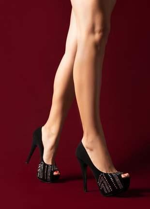 Sapato meia pata peep toe com aplicação