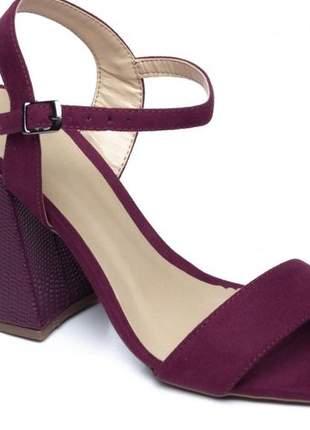 Sandália feminina camurça na cor vinho