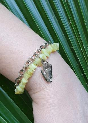 Pulseira com pedras naturais de jade com pingente mão