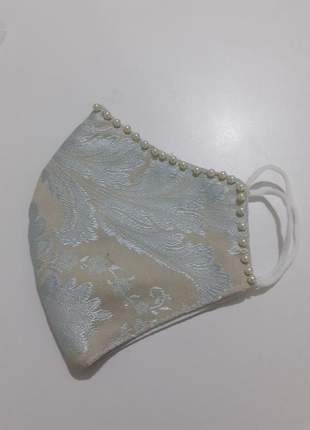 Mascara de tecido com aplique d perola