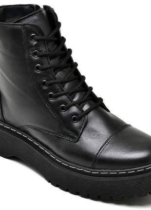 Bota coturno plataforma em couro preto com costuras brancas 21100