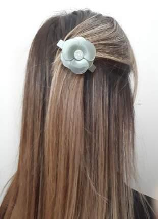 Prendedor de cabelo presilha mini camélia verde