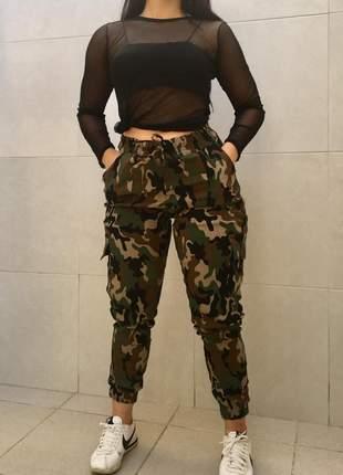Calça jogger camuflada verde militar moda blogueira
