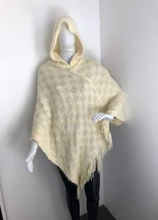 Poncho em tricot peluciado