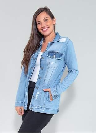 Jaqueta feminina jeans claro rasgada revanche.