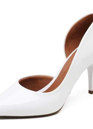 Sapato feminino scarpins aberto lateral verniz branco salto médio