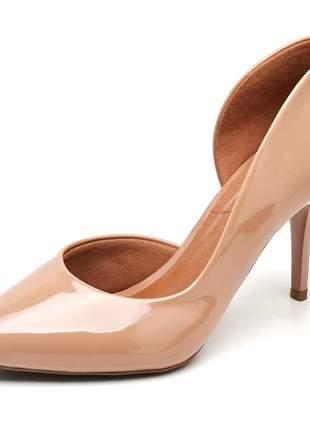 Sapato feminino scarpins aberto lateral verniz nude salto médio