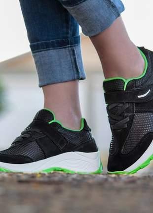 Tênis feminino caminhada lirom com velcro em couro preto/verd