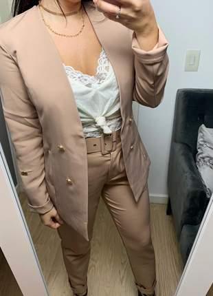 Blazer feminino social alongado manga longa botões dourados bege