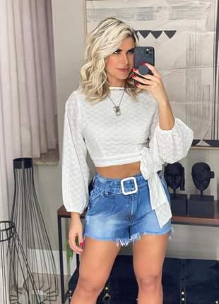 Short jeans curto com cinto