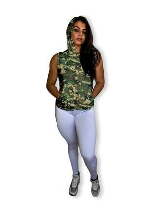 Regata feminina academia fitness camuflada capuz e bolso canguru estampada dry