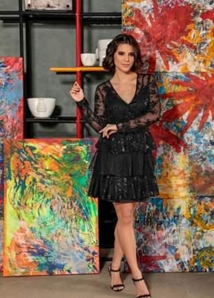 Vestido feminino preto colmeia com babados e faixa bordada
