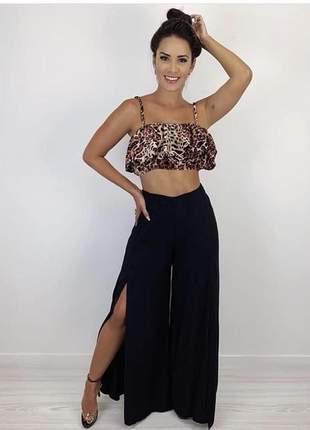 Calça feminina pantalona preta com fenda tecido leve