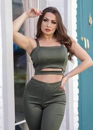 Conjunto cropped com bojo e calça flare cintura alta verde militar