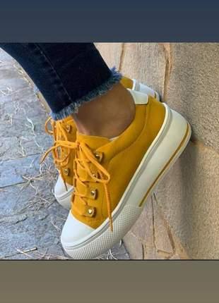 Sneaker em couro nobuck amarelo
