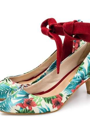 Sapato scarpin salto baixo fino tecido floral branco amarrar na perna