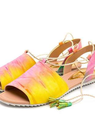 Sandália rasteira feminina amarrar na perna colorida tie dye