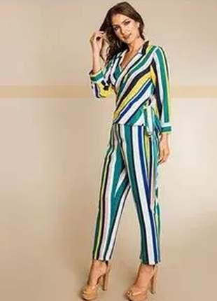 Calça pantacout listrada com cores vivas e perfeito caimento.