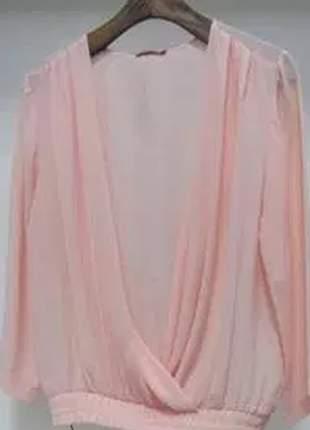 Blusa de poliester com mangas 3/4 e cós de elástico.