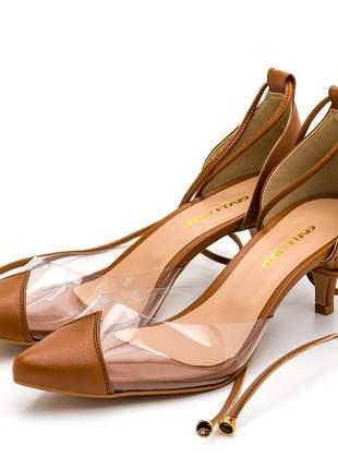 Sapato scarpin salto baixo transparente amarrar na perna marrom
