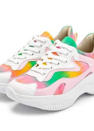 Tênis sneakers chunky branco rosa bebe detalhe tiedye