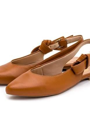 Sapato scarpin bico fino sola rasteira caramelo fivela laço