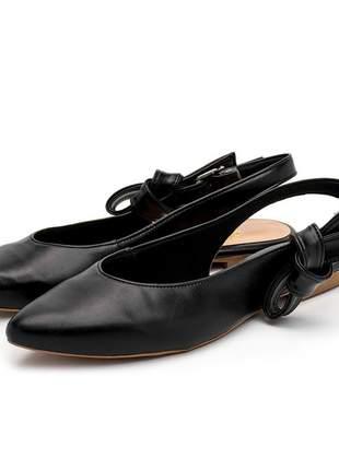Sapato scarpin bico fino sola rasteira preto fivela laço