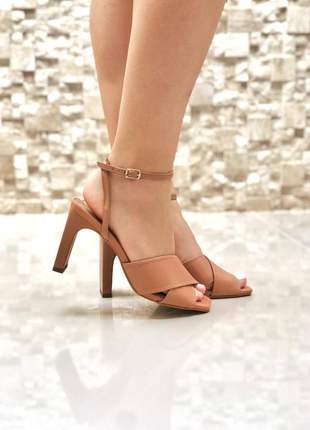 Sandalia feminina salto tabua grosso nude frente quadrada moda tendencia