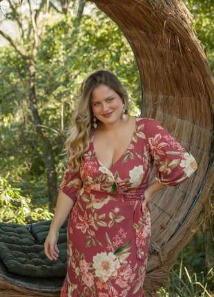 Black apreciar moda _ vestido plus size floral rosê decote transpassado g1 _ 48