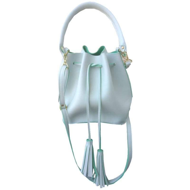 74ed34d04 Bolsa feminina saco transversal branca em couro sintético 2 alças1 ...