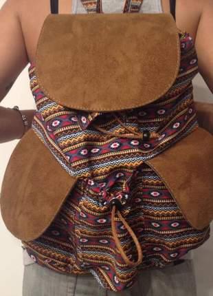 Mochila feminina grande em tecido étnico com alças reguláveis