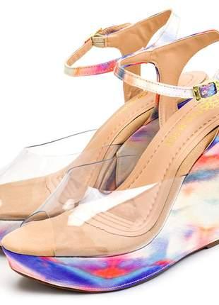 Sandália anabela transparente salto colorido tie dye fivela