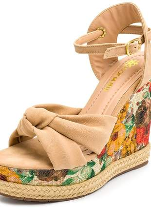 Sandália anabela em nó nude salto floral fivela