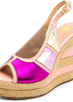 Sandália anabela aberta rosa claro com metalizado rosa fivela