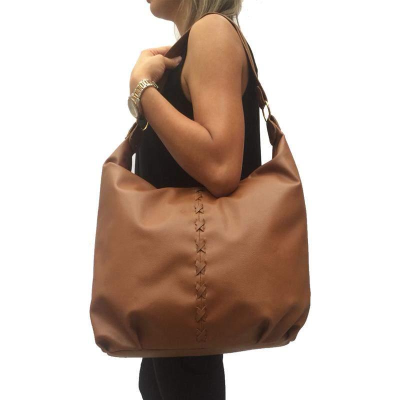 fa7c6855a Bolsa feminina grande de ombro couro sintético caramelo - R$ 85.90 ...