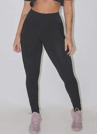 Calça feminina legging fitness preta com bolso em tela luxo