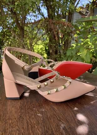 Sapato scarpin valentino nude fosco verniz salto baixo bloco festa courino sola vermelha