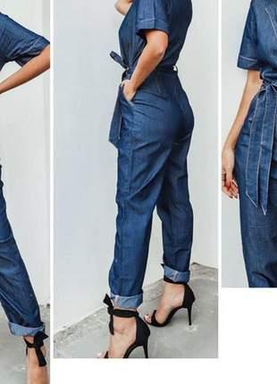 Macacão jeans de amarra, com botões na frente