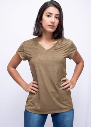 Camiseta básica feminina modelo t-shirt em malha de suede