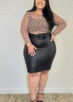 Blusa feminina plus size manga longa em tule estampado