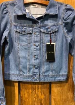 Jaqueta jeans com botões e manga princesa