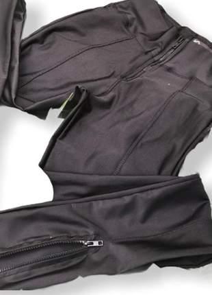 Calça skinny prada tratorada para ideal para usar com tênis
