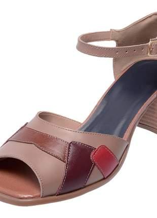 Sandália pierrô bico quadrado salto baixo couro legítimo cor taupe