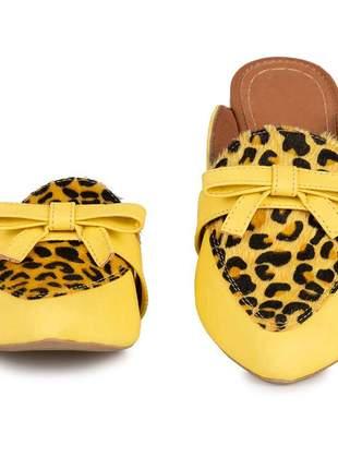 Mule feminino flat amarelo com animal print