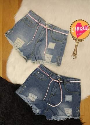 Shorts jeans detalhes destroyed