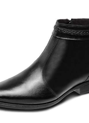 Bota pierrô conforto cano curto e salto baixo couro cor preto