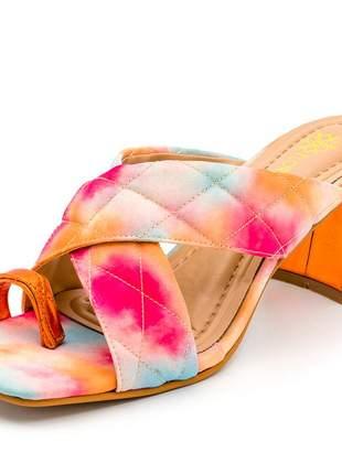 Sandália tamanco bico quadrado salto grosso bloco laranja e tie dye