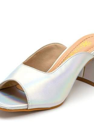 Sandália tamanco bico quadrado salto grosso holografico