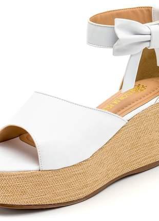 Sandália anabela aberta salto médio branca detalhe laço